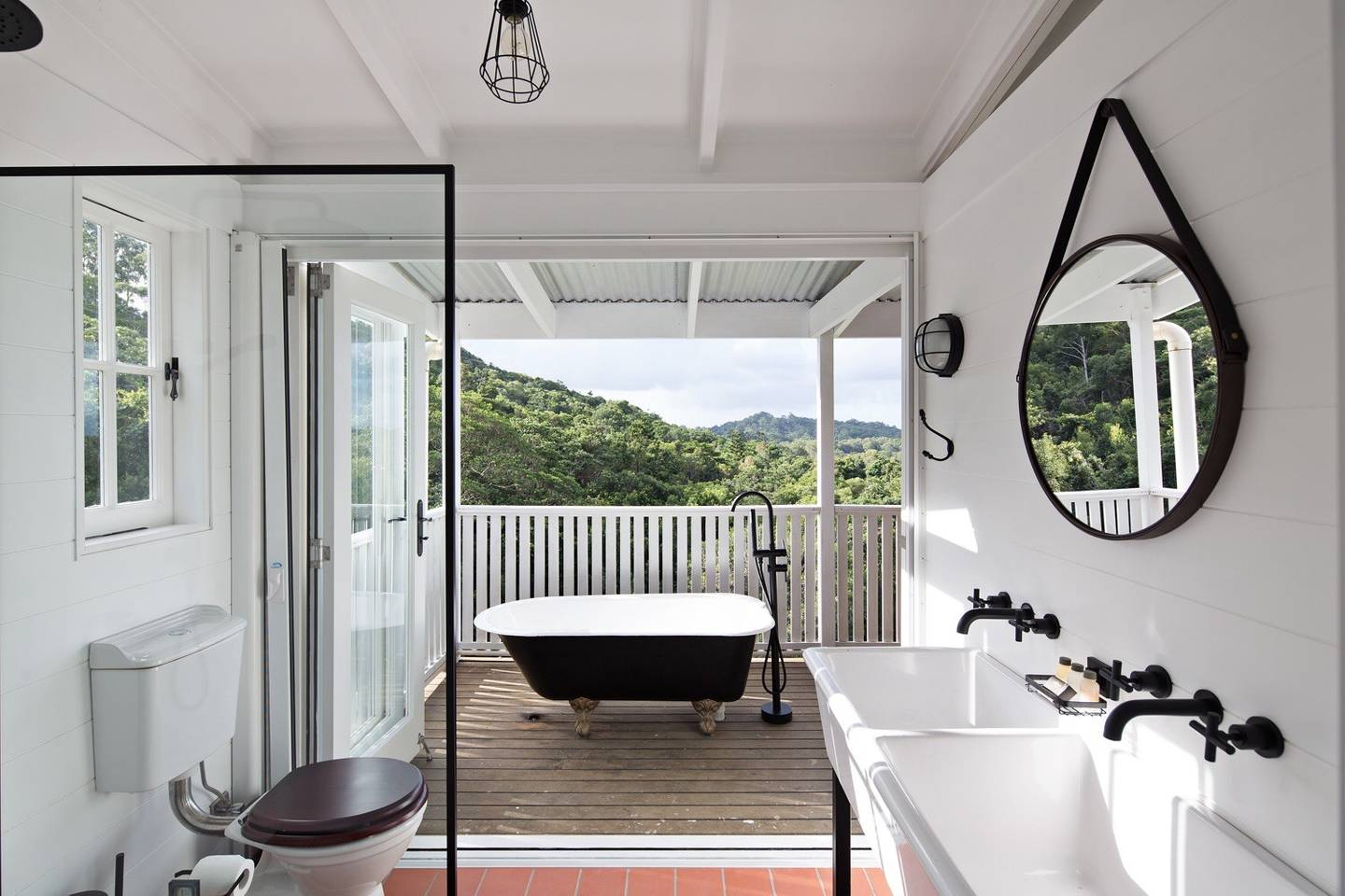 A cute little cottage perched on the hillside in the Noosa hinterland